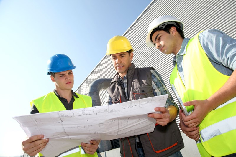Can a builder charge 5% VAT for their services?